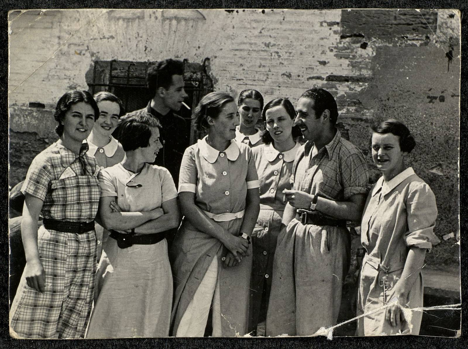 Nurses and doctor, Aragon Front, 1937